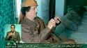 Images de la télévision libyenne montrant Mouammar Kadhafi, tournées lundi selon la chaîne officielle du régime. Le raid de l'Otan dans la nuit de dimanche à lundi sur la caserne qui abrite le quartier général du dirigeant libyen a fait trois morts mais l