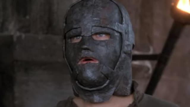 Au cinéma, Leonardo DiCaprio a incarné l'homme au masque de fer dans le film de Randall Wallace en 1998.