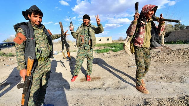 Membres des forces démocratiques syriennes après une opération réussie à Baghouz contre Daesh, le 19 mars 2019