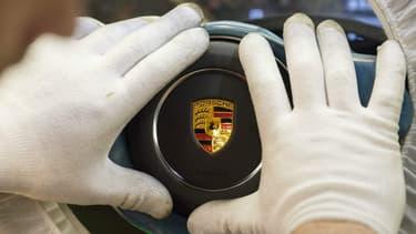 Porsche réfléchit à concevoir une voiture volante.