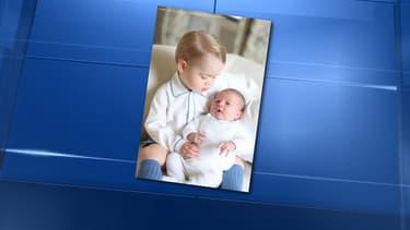 Le prince George et sa petite soeur, la princesse Charlotte.