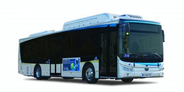 L'autobus électrique DCG-Yutong E12 LF Électrique.