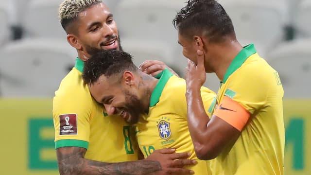 La joie de Douglas Luiz, Neymar et Thiago Silva