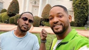 """Will Smith et DJ Jazzy Jeff, devant la maison de la série """"Le prince de Bel-Air""""."""