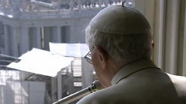 Le journal Repubblica affirme qu'il y aurait un lien direct entre le rapport de trois cardinaux et la décision du pape de renoncer.