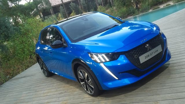 La Peugeot 208 nouvelle version semble bien armée pour son duel avec la Renault Clio... Mais aussi avec la Zoe !
