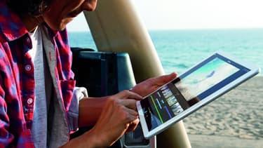 Huit mois après l'entrée en vigueur du droit à la déconnexion dans la loi, environ un tiers des actifs en emploi(33,5%) restent connectés à leurs smartphones ou tablettes pendant leurs congés d'été.