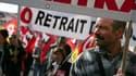 Manifestants dans les rues de Bordeaux, jeudi. Les syndicats français ont appelé à une nouvelle journée de grèves et de manifestations contre la réforme des retraites en France le 19 octobre, à la veille du vote sur son adoption au Sénat. /Photo prise le