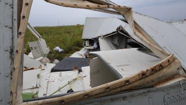 Les débris de l'avion MH17 de Malaysia Airlines à Chakhtarsk, dans l'est de l'Ukraine, le 18 juillet 2014.