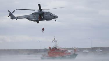 Les membres de la Société nationale de sauvetage en Mer (SNSM) en démonstration de sauvetage (image d'illustration)