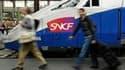 Le trafic SNCF sera sérieusement perturbé mardi en France en raison de la journée d'action interprofessionnelle organisée à l'appel de cinq organisations syndicales. /Photo d'archives/REUTERS/Gonzalo Fuentes