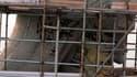"""Des vandales ont peint à la bombe des graffiti sur la statue du Christ Rédempteur qui domine Rio de Janeiro du haut du mont Corcovado, ce qui a amené le maire de la ville à dénoncer un """"crime contre la nation"""". /Photo prise le 15 avril 2010/REUTERS/Genils"""