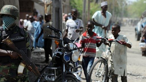 Des soldats patrouillent dans les rues, ici à Baga, le 30 avril dernier.