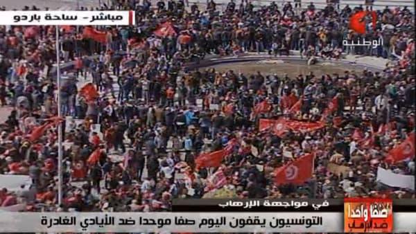 Des milliers de personnes sont réunies à Tunis contre le terrorisme.