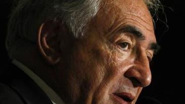 Invité dimanche sur CNN en tant que président du Fonds monétaire international, Dominique Strauss-Kahn a éludé les questions sur son éventuel avenir sur la scène politique française, notamment en vue de la présidentielle 2012. /Photo prise le 18 janvier 2