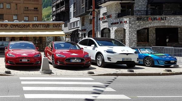 Le Model X prêt à participer au rallye eMotion Tour, avec des Tesla Model S et un Roadster.