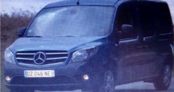 """Le fourgon Mercedes """"Citan"""" bleu, immatriculé DZ-246-NE, est activement recherchée par les autorités."""