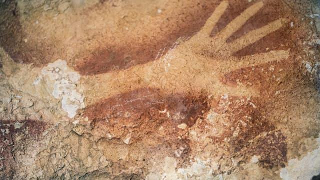 Une peinture rupestre à Maros, sur l'île indonésienne de Sulawesi.