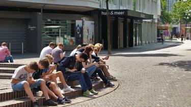 Au total 800.000 jeunes vont percevoir une aide de 200 euros.