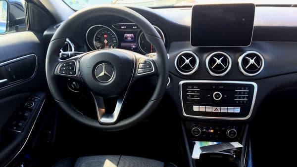 Mercedes installe de série le volant cuir multifonctions dans toutes les versions du GLA.