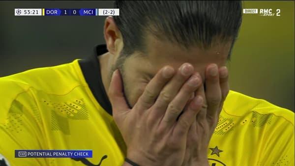 La déception de Can qui a provoqué un penalty transformé par Mahrez