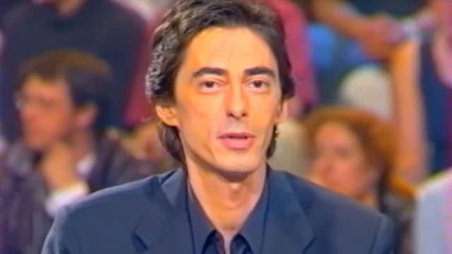 """Philippe Vecchi sur le plateau de """"Nulle Part Ailleurs"""" en 2001."""