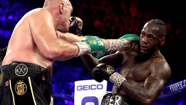 Tyson Fury (de dos) en démonstration contre Deontay Wilder