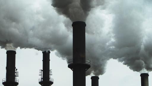 L'instauration d'une taxe carbone pourrait pénaliser les industries françaises.
