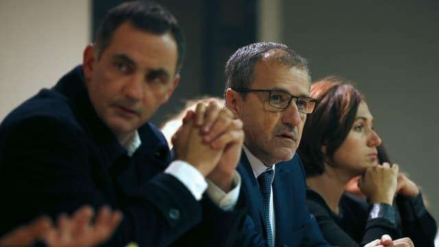 Gilles Simeoni (gauche) et Jean Guy Talamoni (centre) lors d'un meeting à Vico en Corse, le 24 novembre 2017.