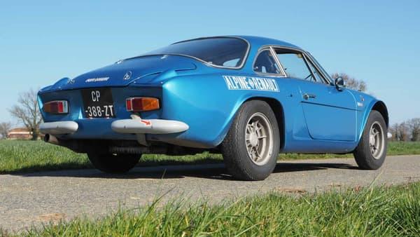 L'Alpine A110 de Cédric date de 1968, d'origine, soit délicieuse et capricieuse à souhait.
