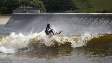 Le surf parc de Snowdoni au Pays de Galle offre la vague artificielle la plus longue du monde