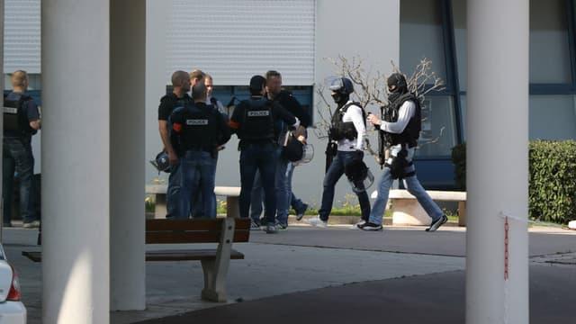 Les enquêteurs ont eu la confirmation que le jeune homme de 16 ans s'était procuré les armes chez son père et son grand-père