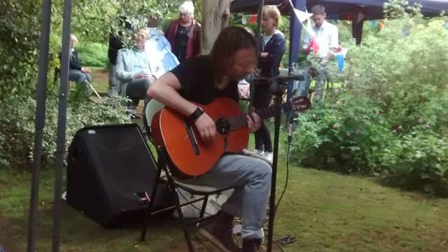Thom Yorke en concert improvisé dans le jardin de son voisin