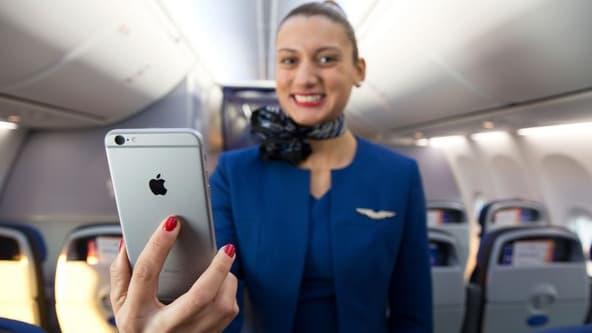 Les hôtesses et stewarts de la compagnie pourront accéder à leur messagerie pendant le vol mais aussi traiter les opérations d'e-commerce des passagers.