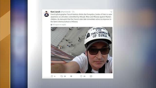 Un photographe français s'est suspendu à la façade du centre Pompidou dimanche.