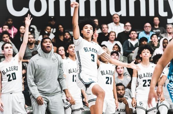 BJ Boston, futur joueur de l'université de Kentucky, prend un tir pour son lycée de Sierra Canyon