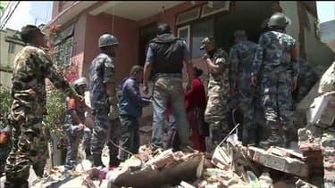 """Réplique au Népal: """"J'ai senti la maison bouger pendant trente secondes"""", confie un témoin"""