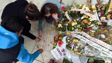 Hommage aux victimes devant le musée du Bardo à Tunis.