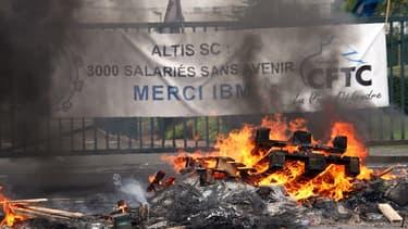 Devant les locaux d'Altis, lors d'une grève en 2009. Le site employait alors trois fois plus de personnes.