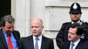 William Hague (au centre), l'un des négociateurs des Tories. Conservateurs et libéraux-démocrates britanniques évoquent des progrès dans leurs tractations pour former un gouvernement de coalition, après le scrutin législatif de jeudi qui n'a dégagé aucune