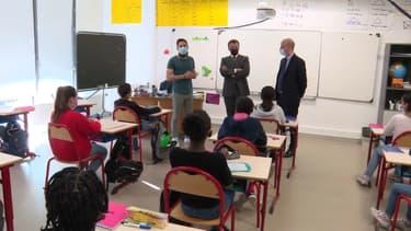Le président Emmanuel Macron et le ministre de l'Éducation Jean-Michel Blanquer en déplacement ce lundi 26 avril 2021 dans une école de Seine-et-Marne.