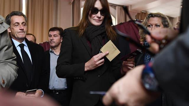 Nicolas Sarkozy et Carla Bruni ont voté pour le second tour de l'élection présidentielle dans le XVIe à Paris.