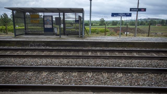 Le bois fait son grand retour face au béton, pour les traverses, les quais de gare ou les passerelles.