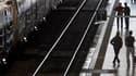 Gare Saint-Jean, à Bordeaux, mardi. Le trafic sera de nouveau perturbé mercredi à la SNCF en raison de la poursuite du mouvement de grève contre la réforme des retraites en France. /Photo prise le 12 octobre 2010/REUTERS/Régis Duvignau