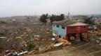 A Pelluhue près de l'épicentre du séisme de samedi. La présidente Michelle Bachelet annonce que le bilan du tremblement de terre de magnitude 8,8 qui a ébranlé le Chili samedi s'élève désormais à 708 morts et pourrait encore s'alourdir. /Photo prise le 28