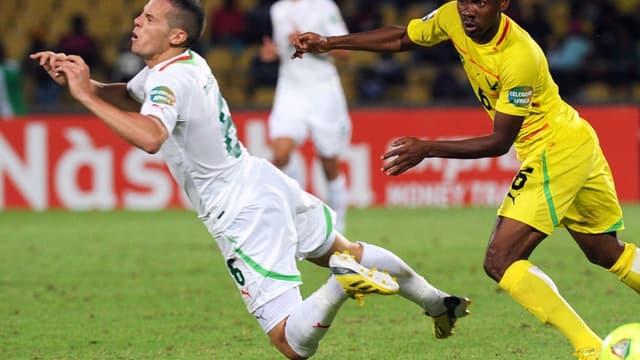Djamel Mesbah et l'Algérie se sont pris les pieds dans le tapis