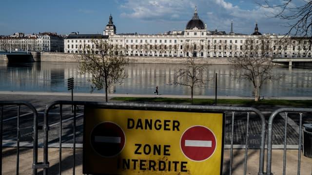 Pour lutter contre la propagation du coronavirus, les berges du Rhône sont désormais interdites d'accès
