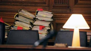 Des dossiers au tribunal de Paris, en juin 2006 (PHOTO D'ILLUSTRATION).