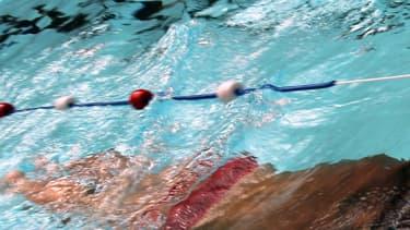 Nageur à la piscine Molitor, dans le 16e arrondissement de Paris.