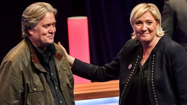 Steve Bannon et Marine Le Pen lors du congrès annuel du Front national, le 10 mars 2018